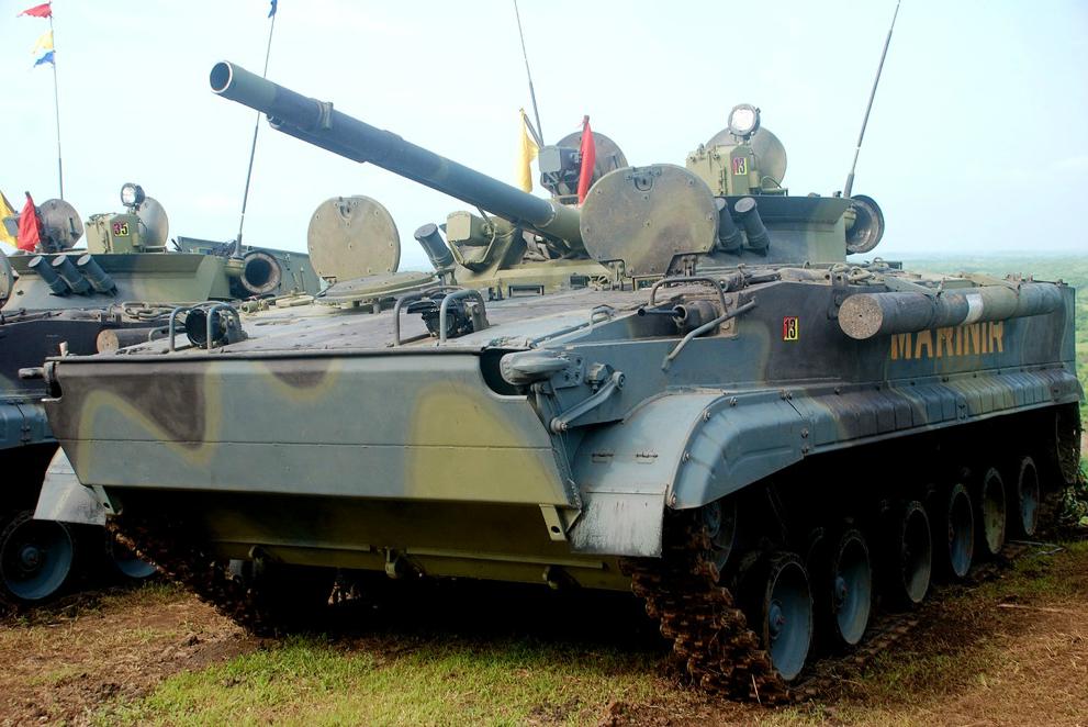 Tank amfibi BMP-3F milik marinir Indonesia selama latihan perang Brigade Infanteri Marinir Indonesia di Pusat Latihan Tempur (Puslatpur) Marinir Karang Tekok di Jawa Timur, Februari 2014.