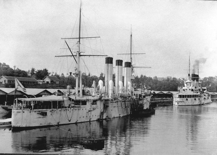 Kapal-kapal perang angkatan laut Rusia tengah berlabuh di Sabang pada 1903 untuk mengisi batu bara sebelum melanjutkan perjalanan ke Port Arthur. Kapal di bagian depan adalah Retvizan, sedangkan di belakangnya adalah Diana.