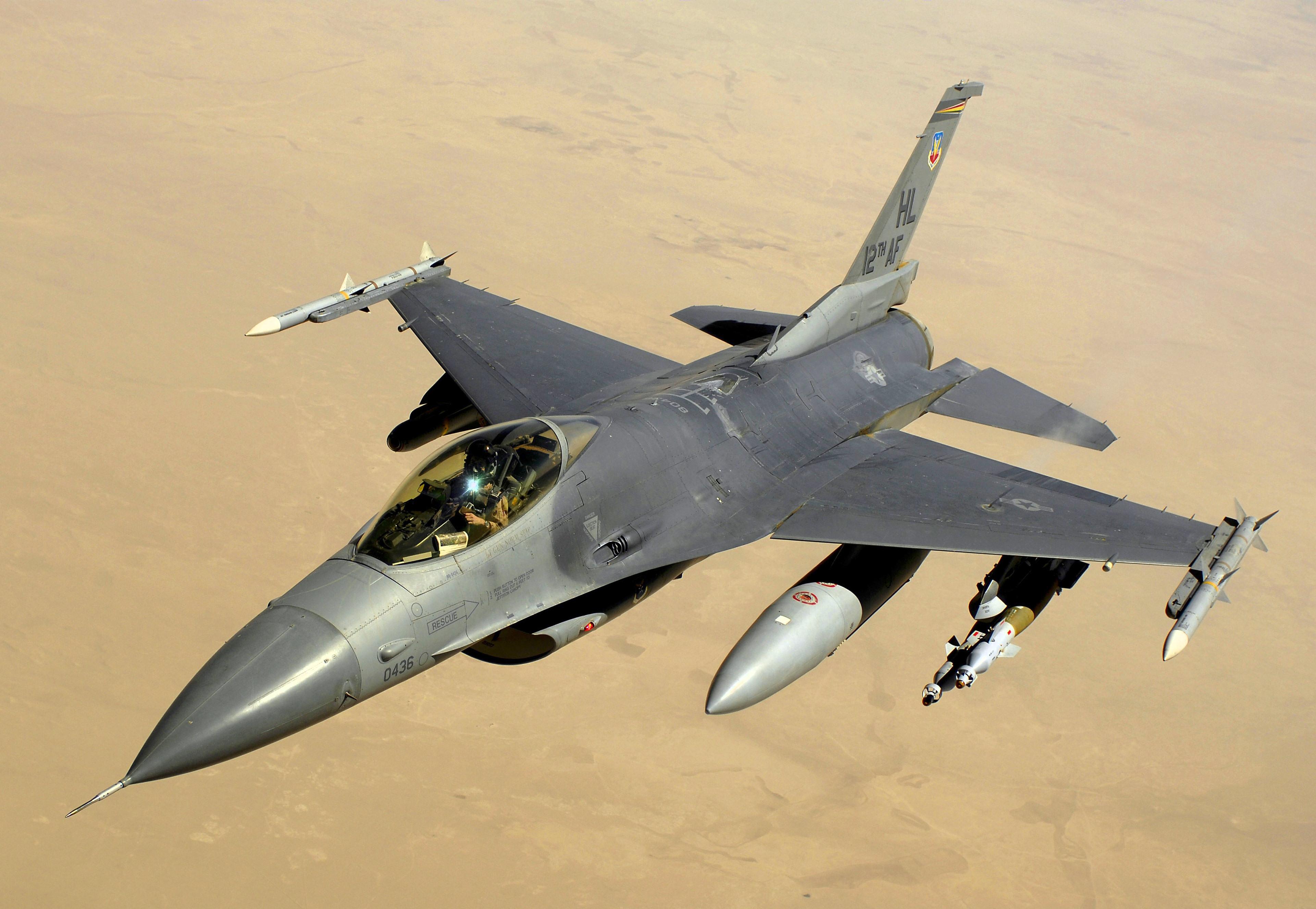 Pada Sabtu (17/9), Kementerian Pertahanan Rusia mengatakan bahwa pesawat koalisi pimpinan AS — dua jet tempur F-16 dan dua pesawat pendukung A-10 — melancarkan empat serangan terhadap posisi tentara Suriah.