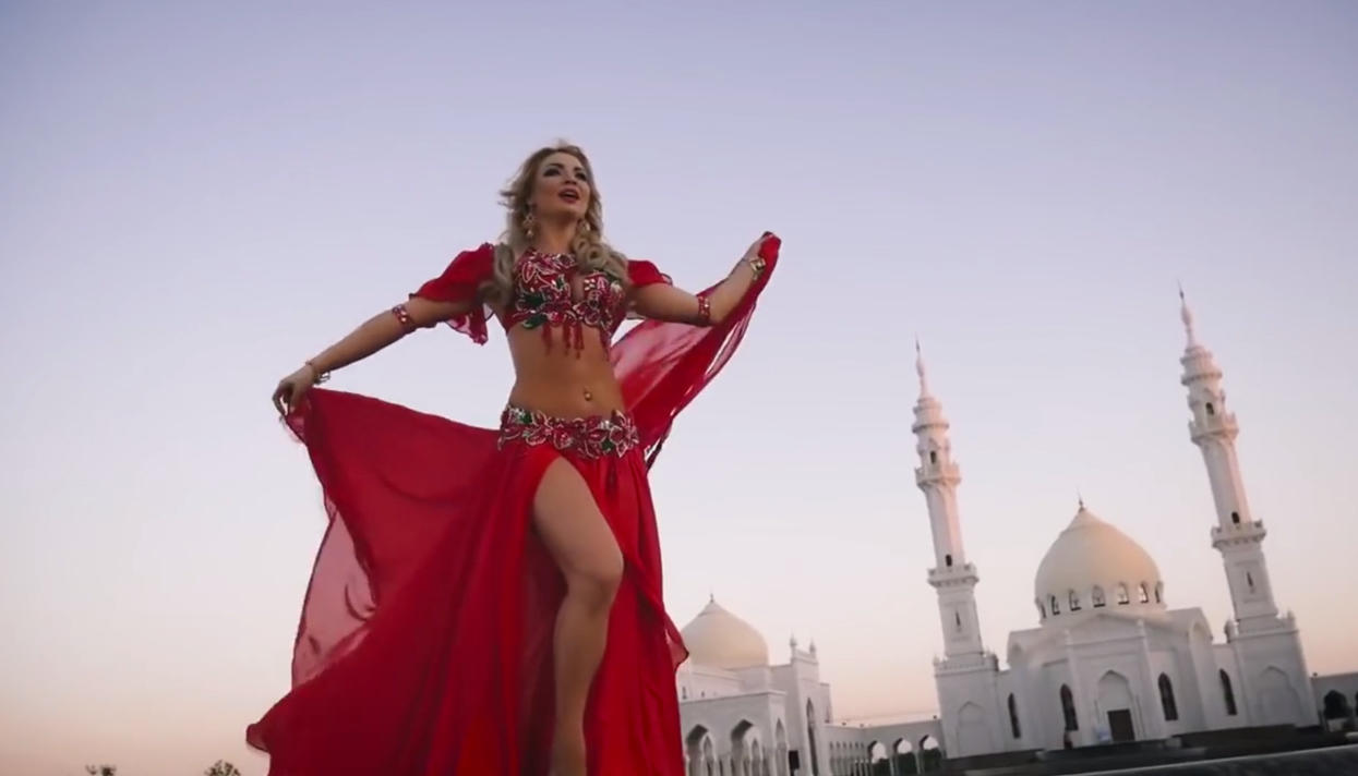 Video klip Ganiullina yang dirilis pada 19 September lalu itu mengundang amarah pemimpin agama dari Tatarstan.