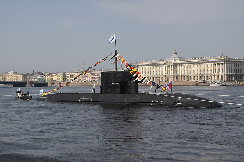 'Sankt Peterburg' adalah kapal selam non-nuklir Proyek 677 yang dibangun di Galangan Kapal Admiralty pada 1997.
