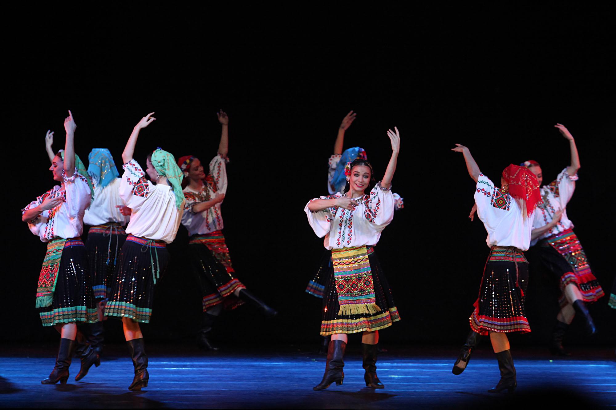 Repertoar ansambel ini mencakup berbagai tarian asal Rusia, Ukraina, Belarus, Moldova, Lituania, dan lain-lain. Kelompok ini juga menampilkan tarian Tatar Krimea dan bahkan tarian-tarian asal Amerika Latin.