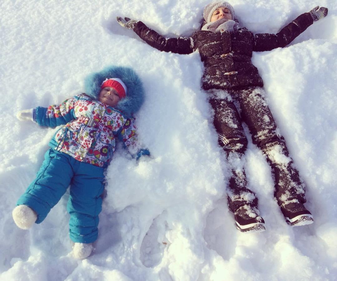 Seluruh dunia tengah merayakan Hari Salju Sedunia dengan berbagi foto pemandangan bersalju dan memamerkan kegiatan musim dingin favorit mereka.