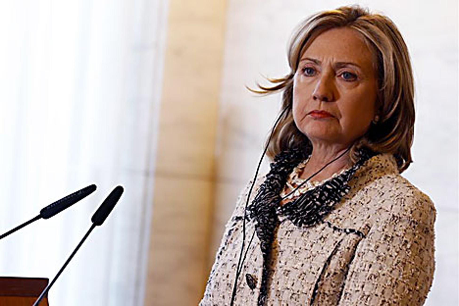 """""""Bukan Vladimir Putin yang menyuruh Hillary Clinton menggunakan akun surel pribadi untuk urusan pemerintahan AS dan membagikan informasi rahasia melalui akun tersebut. Mereka mempermainkan dan mengintervensi kebijakan domestik,"""" papar Johnson."""