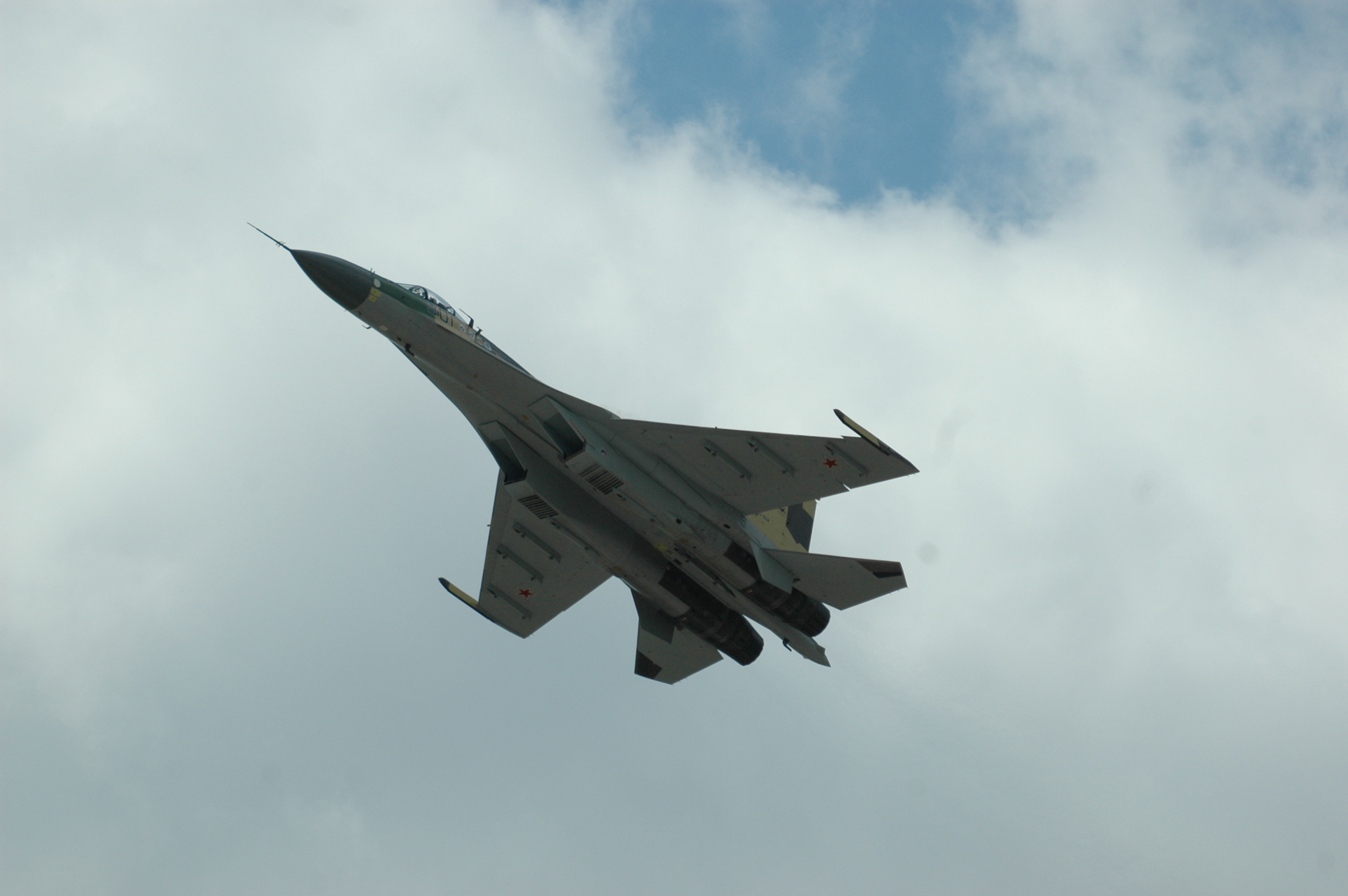 Rusia dan Indonesia telah mencapai tahap final untuk melakukan barter pesawat Sukhoi Su-35 dengan karet Indonesia.