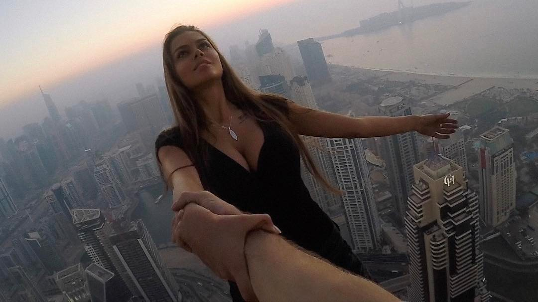 Viktoria menuai banyak kritik atas aksi nekatnya melakukan pemotretan di atas gedung pencakar langit di Dubai tanpa mengenakan pengaman apa pun.