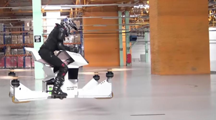 Ia dapat mencapai kecepatan maksimum hingga 50 kilometer per jam dan dapat beroperasi selama 27 menit dengan baterai yang terisi penuh.