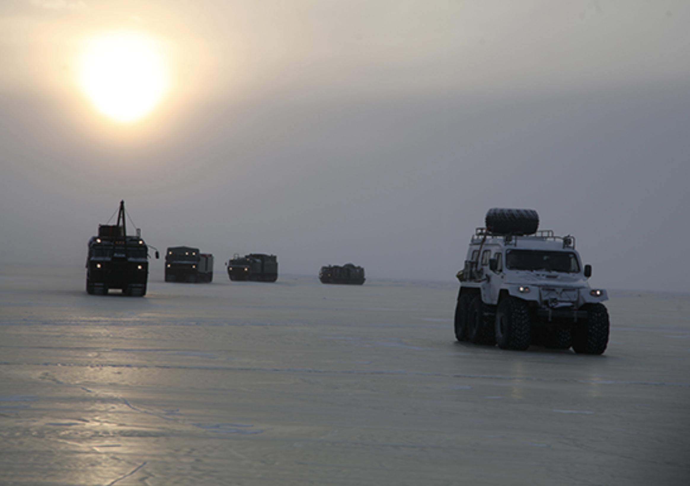 Rusia menguji sejumlah model peralatan militer terbaru di Kutub Utara.