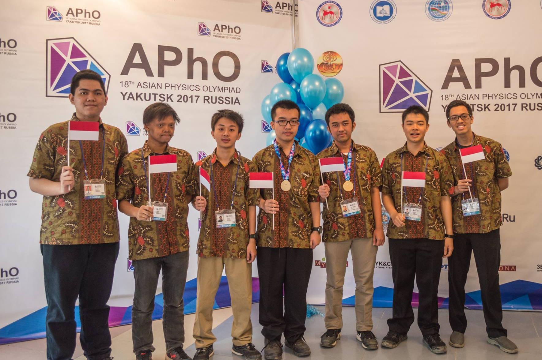 Tim Indonesia pada Olimpiade Fisika Se-Asia (APhO) ke-18 di Yakutsk, Rusia.