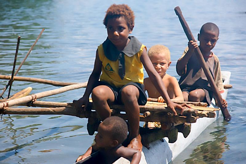 Anak-anak dari Pantai Maklay, Papua Nugini, 2010. Foto diambil dari arsip pribadi Nikolay Miklukho-Maklay. Sumber: Arsip Pribadi