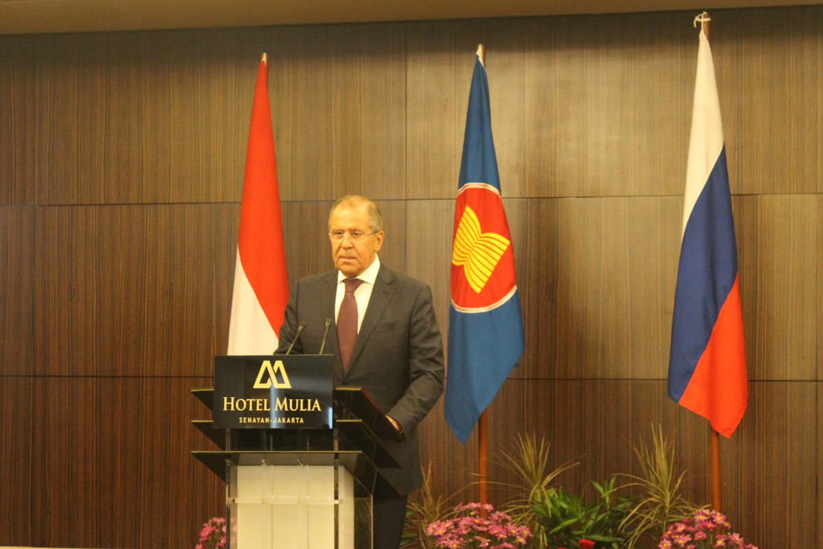 Menteri Luar Negeri Rusia Sergei Lavrov berpidato di Hotel Mulia, Jakarta, Rabu (9/8).