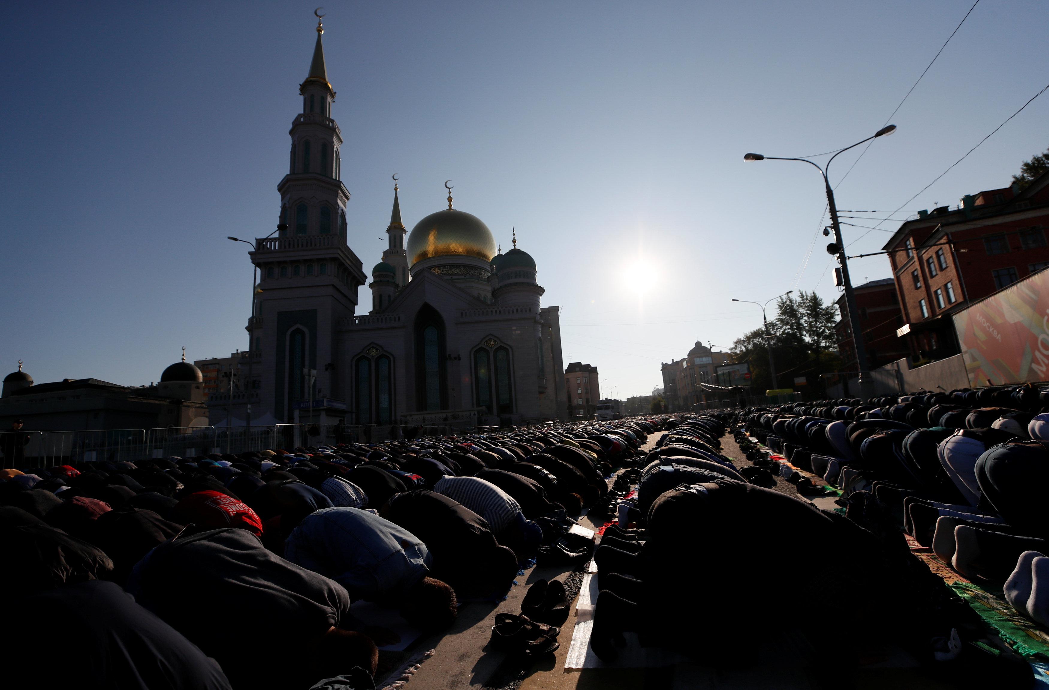 Orang-orang tetap berunjuk rasa meskipun aksi itu belum mendapat persetujuan pihak pemerintah Moskow.