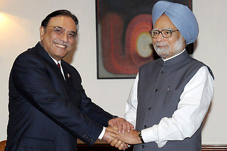 Pakistan President Asif Ali Zardari, left, shakes hands with Indian Prime Minister Manmohan Singh prior to their meeting at the latter's residence in New Delhi, India, Sunday, April 8, 2012. Source: AP