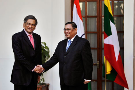Myanmar's Foreign Minister Wunna Maung Lwin, right, shakes hands with Indian Foreign Minister S.M. Krishna before a meeting at Hyderabad House in New Delhi, India, Tuesday, Jan. 24, 2012. Source: AP