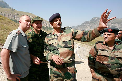 Russian and Indian officers talk on a range outside Russia's city of Vladikavkaz, July 28, 2010. An Indian army delegation arrived in preparation of a joint Russia-India anti-terroristic drill. Source: Reuters/Vostok-Photo