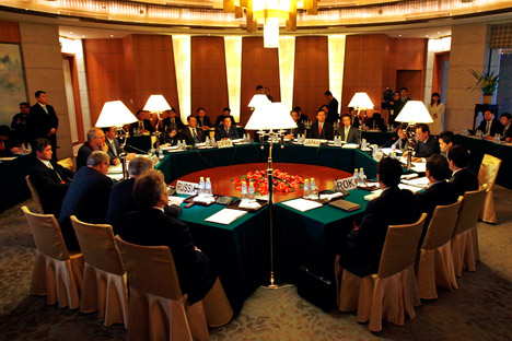 Envoys from Russia, the United States, North Korea, Japan, China and South Korea  meet at the beginning of a round  of six party talks in Beijing December 8, 2008. Source: POOL New / Reuters
