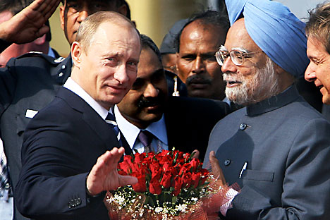 India's Prime Minister Manmohan Singh (R) with Russia's Prime Minister Vladimir Putin during a joint news conference in New Delhi March 12, 2010. Source: AFP/EastNews