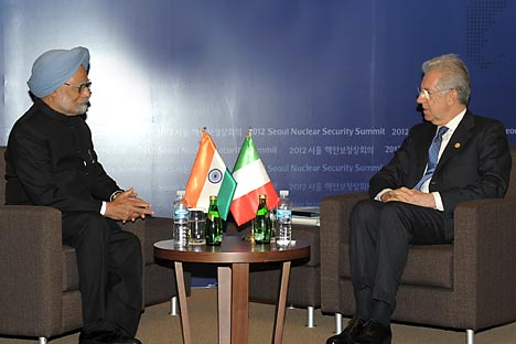 Manmohan Singh(L) and Mario Minto(R). Source: AFP/East News