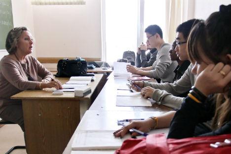 Dedicação e língua nativa influenciam na velocidade de aprendizado do russo