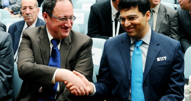 Viswanathan Anand (R) and his Israeli challenger Boris Gelfand (L). Source: ITAR-TASS