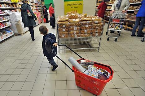 Despite the current economic crisis Russians spend more. Source: Kommersant