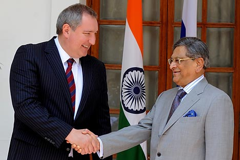 D. Rogozin, Russia's Deputy Prime Minister with S. M. Krishna, India's External Affairs Minister in New Delhi. Source: AFP
