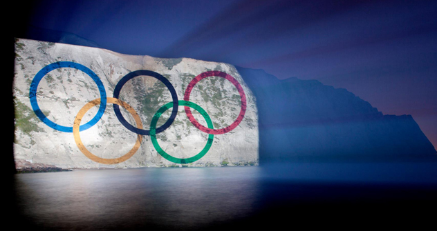 Giant Olympic Rings illuminate White Cliffs of Dover. Source: Press Photo