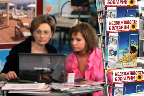 Bulgaria enjoys special popularity among Russians as a place to purchase a second home. Pictured: A Russian buyer choosing real estate in Bulgaria. Source: ITAR-TASS
