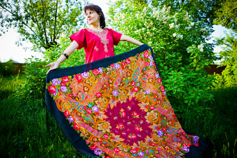 More than 600 types of shawls, kerchiefs and scarves, both for men and women, are produced, using 2000 patterns. Photo: Kirill Lagutko
