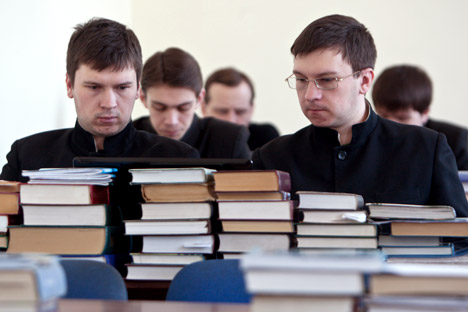 The department of theology needs to be financed by the church community, not governmental organizations, according to some Russian pundits. Source: RIA Novosti