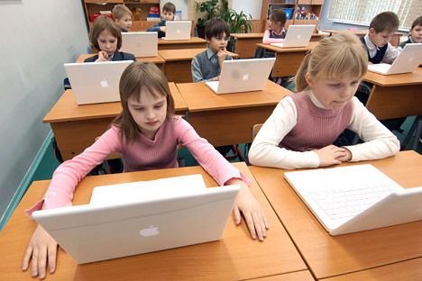 Supplying schools with expensive computer equipment is part of the government's campaign to change to a new state standard for elementary schools. Source: Sergey Pyatakov/RIA Novosti