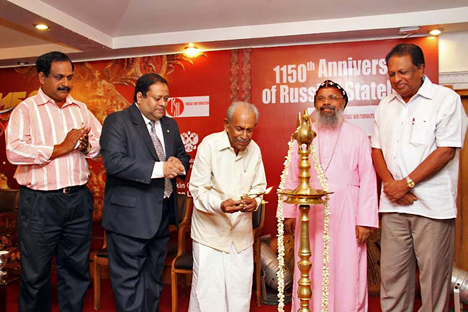 The Maharaja of the erstwhile kingdom of Travancore (centre) lights the inaugural lamp. Source: Russian Embassy in New Delhi