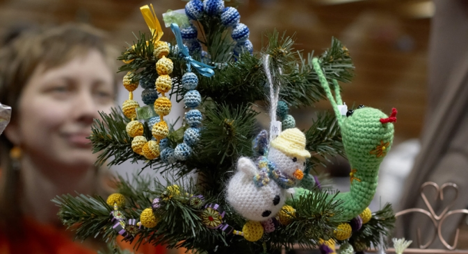 Sometimes Russians decorate the New Year trees with hand-made baubles. Source: Elena Pochetova
