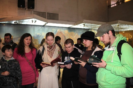 Attention-seeking performance by self-proclaimed 'Orthodox activists' in Moscow's Darwin Museum. Source: annya-writer.livejournal.com