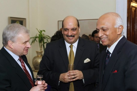 Indian Foreign Secretary Ranjan Mathai with Russian First Deputy Foreign Minister Andrei Densiov at a dinner hosted by the Indian Ambassador in Moscow. Source: Embassy of India in Moscow