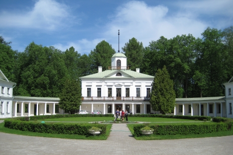 The poet, Mikhail Lermontov spent his summers, as a teenager in the 1830s, at this 19th-century estate Serednikovo just north of Moscow. Source: Phoebe Taplin