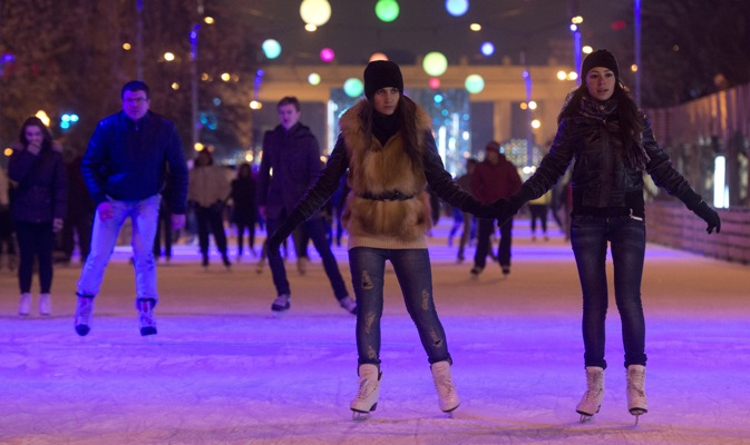 The owners of the Gorky Park rink have a special gift for their female guests this International Women's Day: they can skate for free on Mar. 8. Credit: RIA Novosti