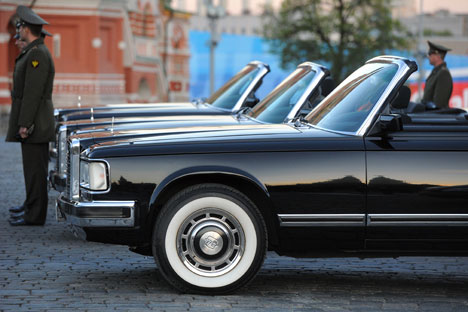 "Russian-made limousines theme is very much in discussion in the context of the general trend that has been dubbed ""nationalisation of the elites. Source: Kommersant"