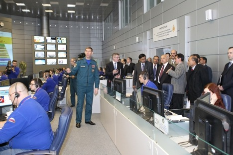 During his visit to Moscow Union Home Minister Sushilkumar Shinde attended the Russian National Crisis Management Centre. Source: Embassy of Russia in the Republic of India