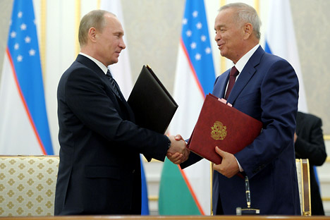 Uzbek President Islam Karimov (R) emphasized Russia's stabilizing role in the Central Asian region. Source: ITAR-TASS