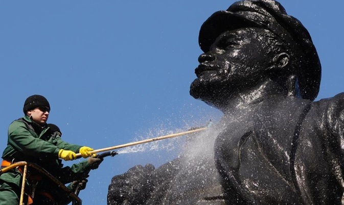 Although Lenin statues are well-maintained, the leader is largely forgotten in Russia. Source: Reuters / Ilya Naymushin