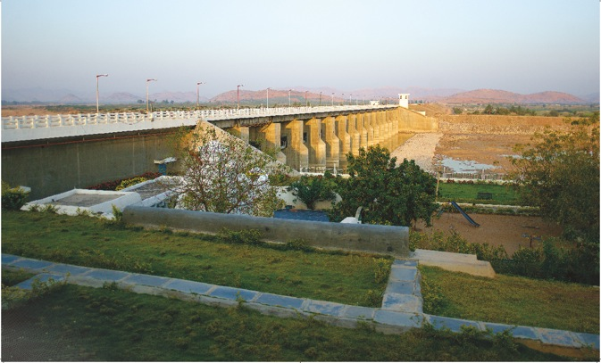The Chagallu Barrage in Ananthapur, Andhra Pradesh. The project involved construction of a 40-meter high long earth dam with 25-meter high spillway. Source: Phalguna Hari