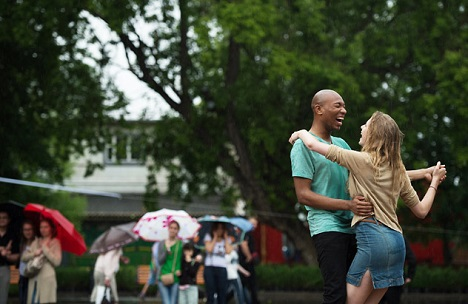 City residents dancing in the Central Gorky Park. Source: Maxim Blinov/RIA Novosti
