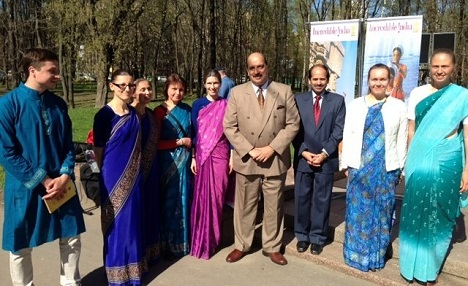 Ajai Malhotra (C), Ambassador of India to the Russian Federation, was the Chief Guest at the celebration. Source: Embassy of India in Moscow