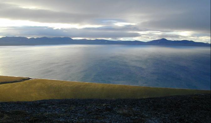 Apesar de sua localização no extremo norte do planeta, o lagoElguiguitin nunca foi coberto por calotas de gelo Foto: Piotr Tikhomirov/Panoramio