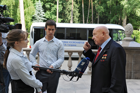 Alexei Leonov (R) during the interview in Moscow, on June 14. Source: RIA Novosti