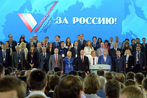 Vladimir Putin (center) was elected as a leader of the Russian Popular Front on June 12. Source: Kommersant