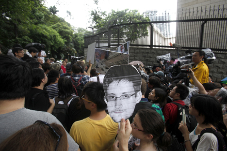 The supporters of National Security Agency leaker Edward Snowden during a demonstration outside the U.S. consulate in Hong Kong on June 15. Source: Reuters