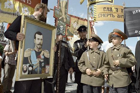 Participants of meeting and public prayer commemorating murder of Tsar's family in Kiev, 2002. Source: Alexander Polyakov / RIA Novosti