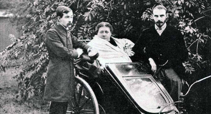 Helena Petrovna Blavatsky, James Morgan Pryse (l) and George Robert Stow Mead in London in 1890. Source: wikipedia.org